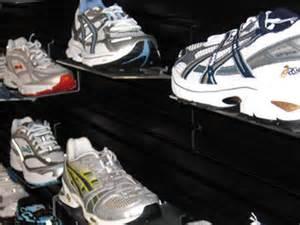 running shoes milwaukee onmilwaukee marketplace new running shoe store hits