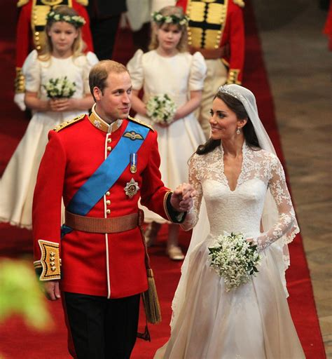hochzeit prinz william kate middleton smiling at prince william pictures