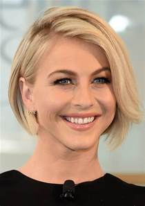 julianne hough hairstyles riwana selena gomez hair is in a short bob see the new look