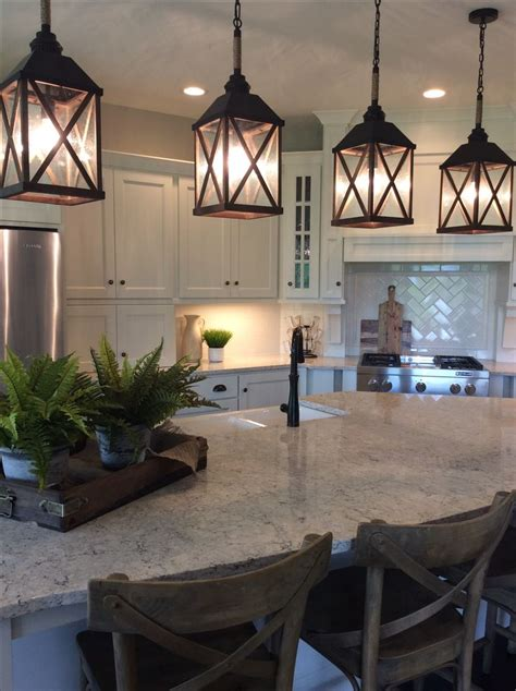 Lantern Lights Kitchen Island by Best 25 Lantern Pendant Ideas On Lantern