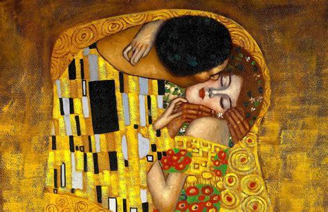 gustav klimt  kiss wall mural muralswallpapercouk