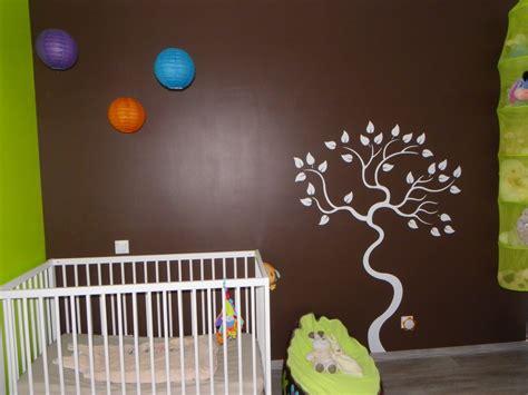 chambre bébé nature chambre taupe et vert