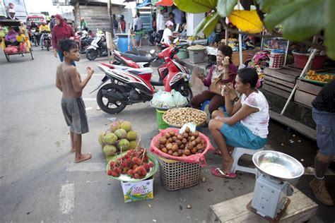 Minyak Zaitun Di Pasar pasar mardika dan kehidupan warga ambon indonesiakaya eksplorasi budaya di zamrud