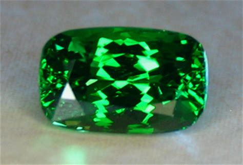 Grossular Garnet 2 40ct all that glitters gemstone photographs tsavorite garnet