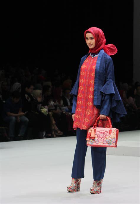 Kemeja Wanita Garis Bordir Bunga sulam dan bordir khas bukittinggi mempercantik koleksi