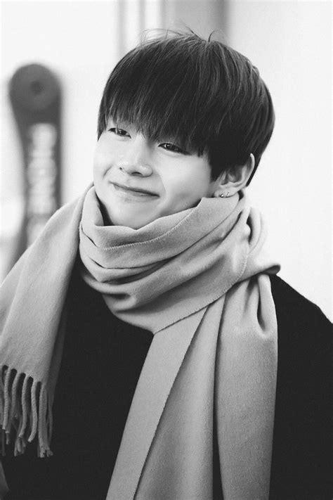 kim taehyung smile best 25 taehyung smile ideas on pinterest bts taehyung