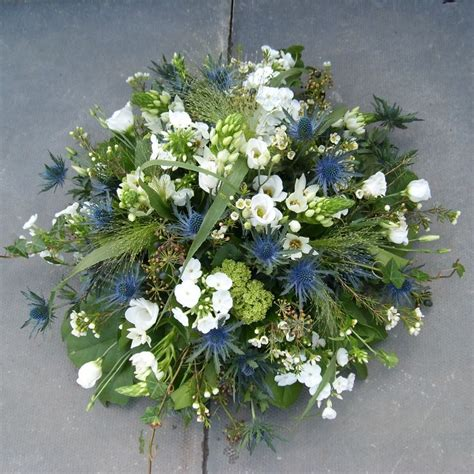 Best Flowers For Funeral by 25 Best Ideas About Funeral Flowers On