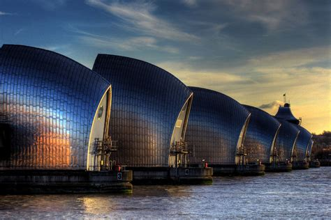 Weather warning: Thames Barrier closed as London braces ...
