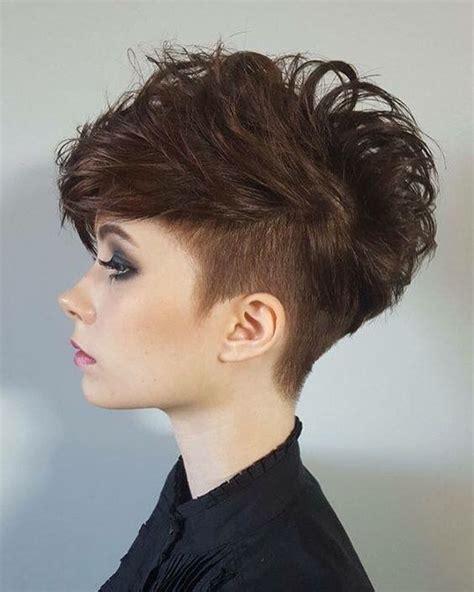 decouvrez les meilleurs styles des cheveux courts  vous