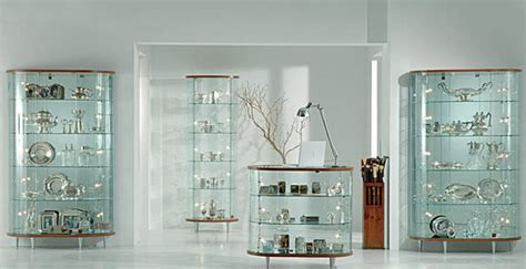 el uso de las vitrinas decorativas de cristal