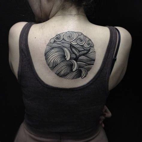 dolphin tattoo kuta olas y cola de ballena tatuajes para mujeres