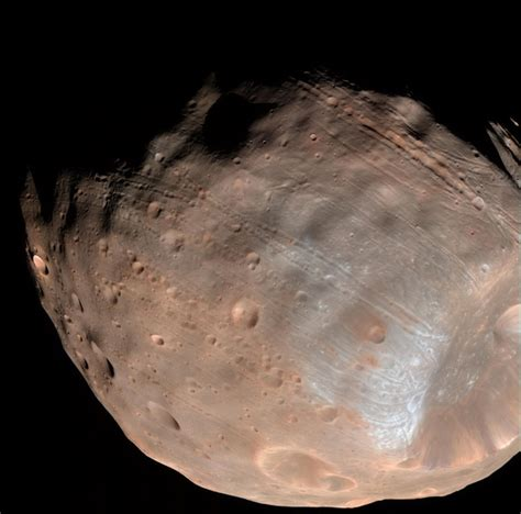 thin space stretch marks on phobos show martian moon is falling apart