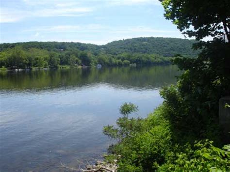 The Delaware River Divides Pennsylvania And New Jersey | the delaware river divides pennsylvania and new jersey
