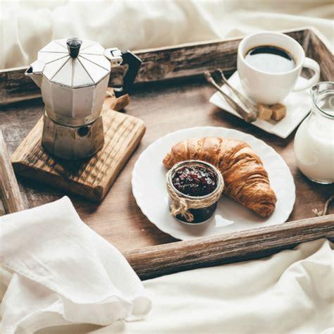 vassoio colazione letto diy come fare un vassoio per la colazione a letto prima