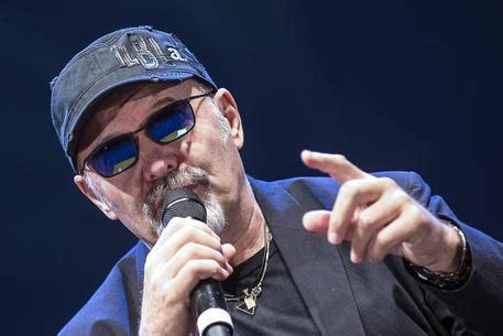 notizie vasco vasco nel 2017 festa per i 40 anni di carriera musica