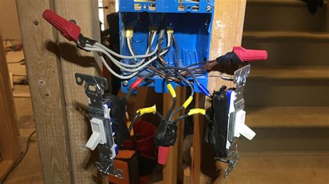 how to wire outlets or switches in one box