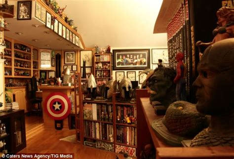 L Collectors by World S Largest Comic Book Collection Owned By Superfan Bob Bretall Daily Mail