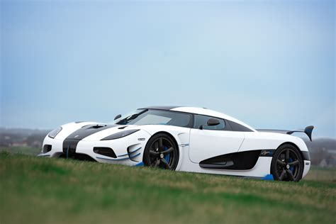 koenigsegg agera r white and blue koenigsegg agera rs1 debuts at 2017 new york auto show