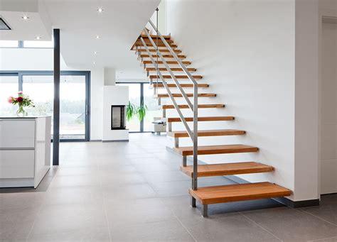 joa treppen innentreppe holz treppen stufen aufgang boden fliesen