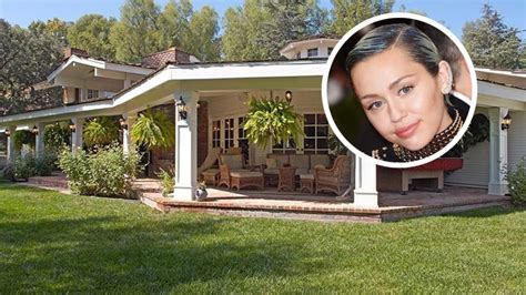 Miley Backyard Miley Cyrus Opts For Equestrian Estate In Hidden Hills