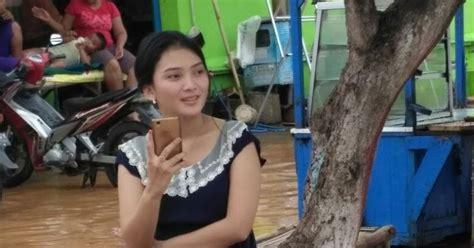 film coco tayang kapan foto wanita cantik pamer paha mulus di tengah banjir ini