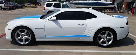 black camaro with blue stripes blue camaro racing stripes