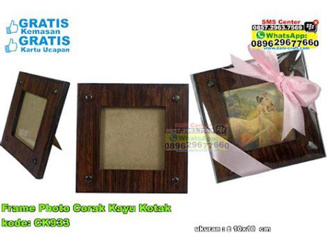 Figura Kayu Batik 3 R pigura frame kotak motif pita souvenir pernikahan