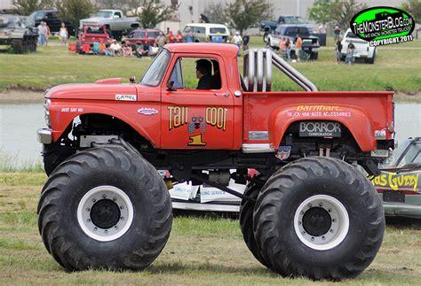 cool monster truck videos tall cool 1 187 international monster truck museum hall of