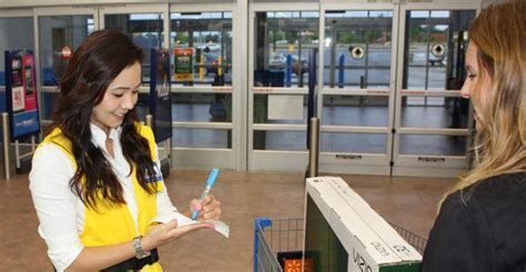 Walmart Door Greeter by Walmart Brings Back Greeters This Time With A Tougher
