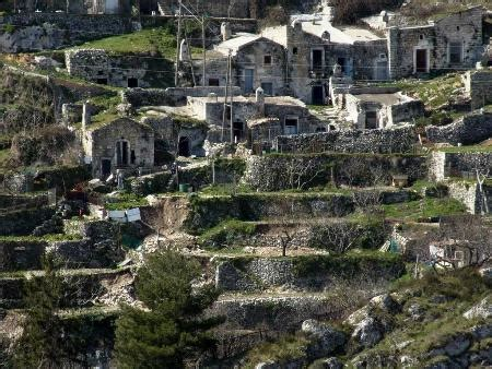 terrazzamenti in collina orti perurbani e terrazzamenti dalla meraviglia al pugno