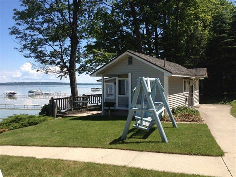 beachside cottages on west bay lake michigan homeaway traverse city