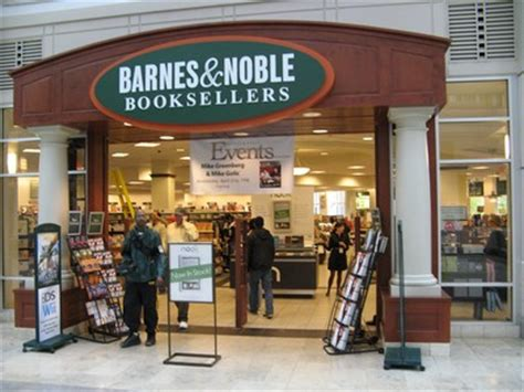 Barnes And Noble Boylston where to eat back bay charm