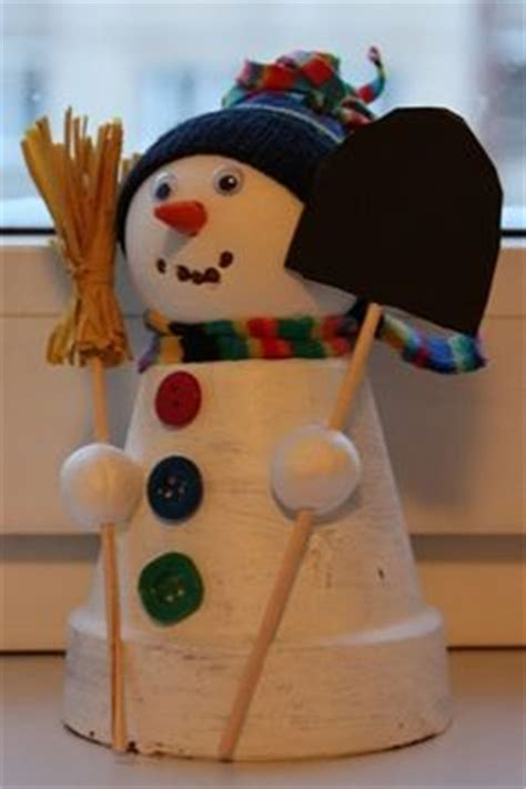 how to make a snowman tree hugger snowman hugger road winter snowman with top hat outdoor tree hugger tracy