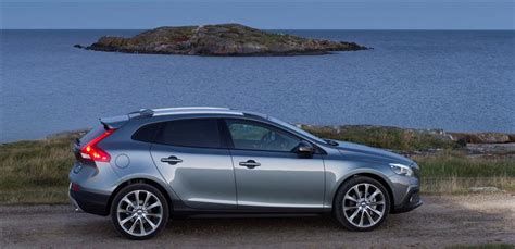 volvo manufacturer country 2016 volvo v40 cross country images photo 2016 volvo v40