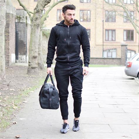 Moda Black mens plain black hoodie for the vascular wear