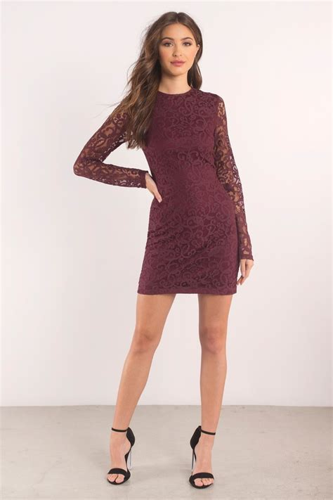 what color should the of the wear what color of shoe should i wear with a burgundy dress