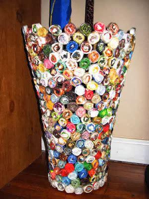 widyaa membuat vas bunga  bahan bekas