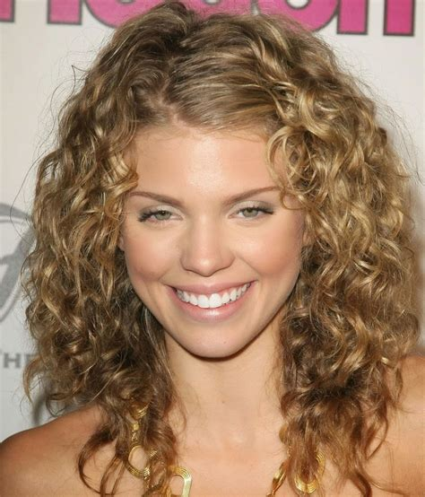 cute hairstyles curly medium length hair beauty shoulder length hairstyles for women haircuts