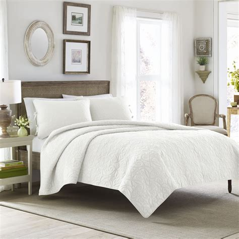 platform bed coverlet the 6 best types of bedding for platform beds overstock com