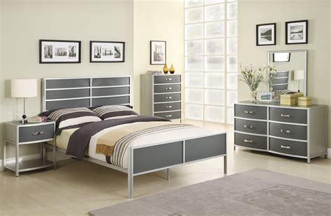Silver Bedroom Furniture Sets Reflect A Clean And Sler Bedroom Furniture