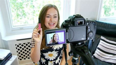 blogger video camera tanya burr s make up tips lead the way in video blog