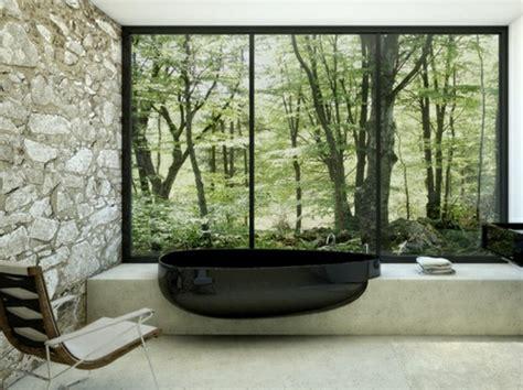 schwarze badewanne 20 ideen f 252 r kleines bad design platzsparende badewanne