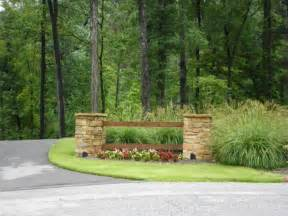 25 best ideas about driveway entrance landscaping on lobby entrance ideas pictures remodel and decor