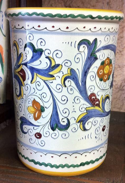 vasi ceramica deruta lo stile ceramistico ricco deruta in dettaglio vaso