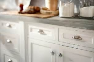 Where To Place Knobs And Pulls On Kitchen Cabinets A Simple Way To Transform Furniture