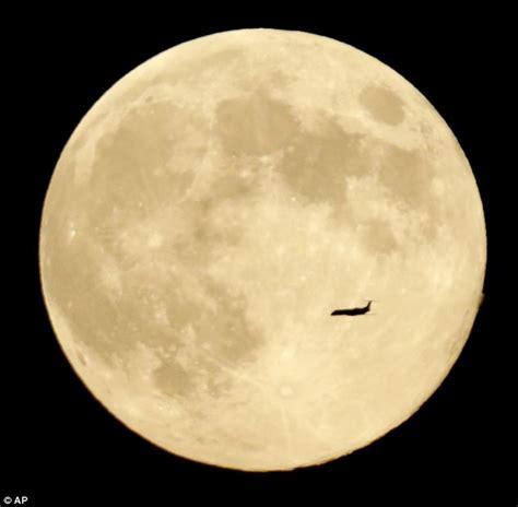 lunar lozenge mystery    moon isnt