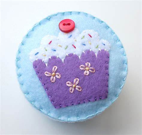 Handmade Pincushions Patterns - cupcake pincushions tutorial giveaway special offer