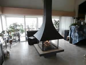 cheminee centrale suspendue