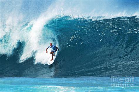 kelly slater surfing pipeline pro surfer kelly slater surfing in the pipeline masters