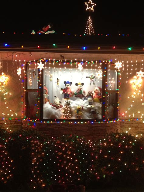 bridgeworthy garrison street christmas lights display in
